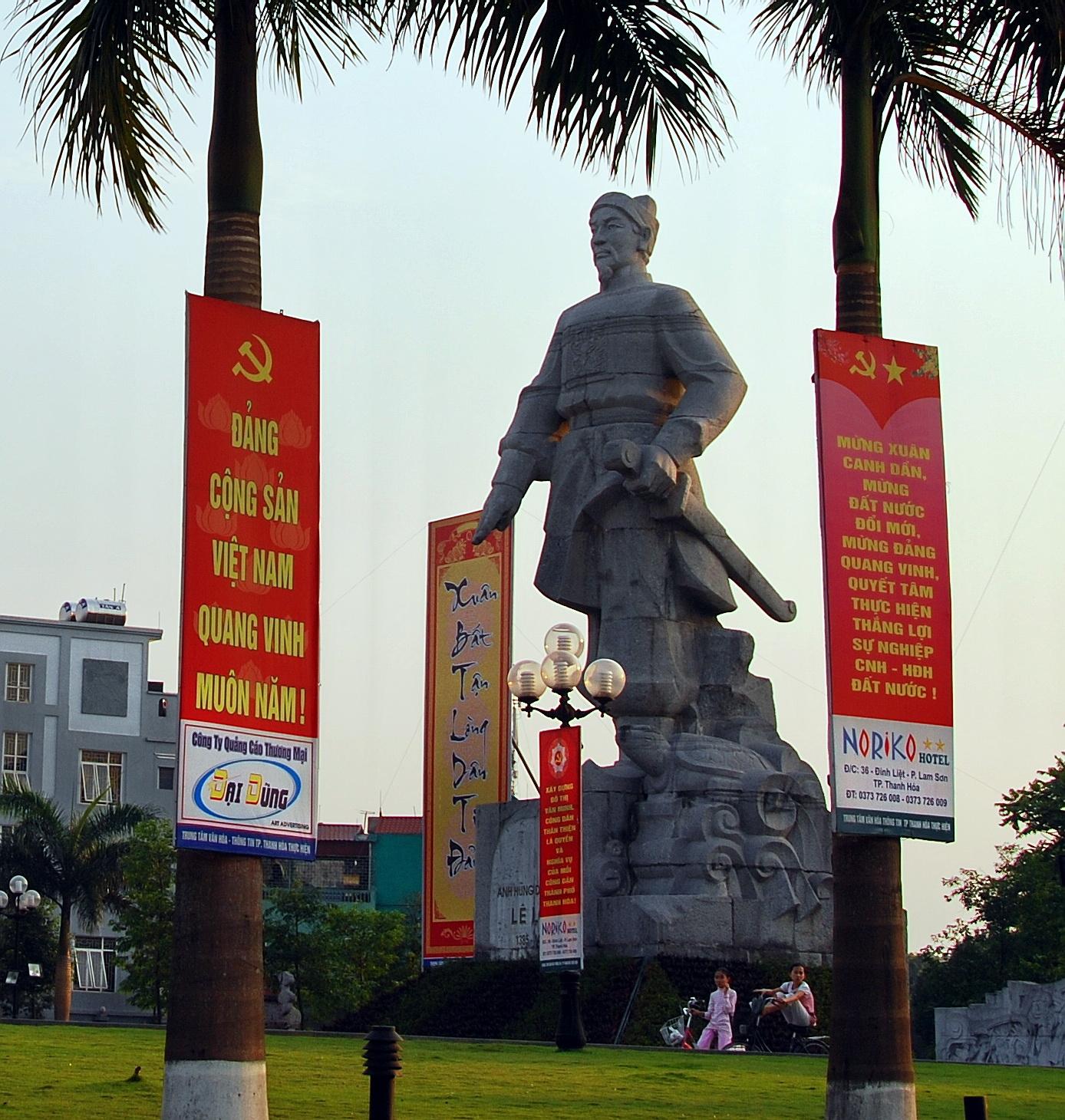 Le_Loi_statue2